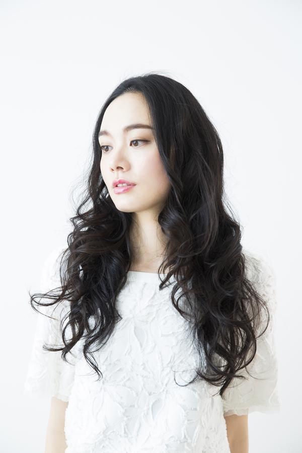 パーマ巻き髪女性顧客